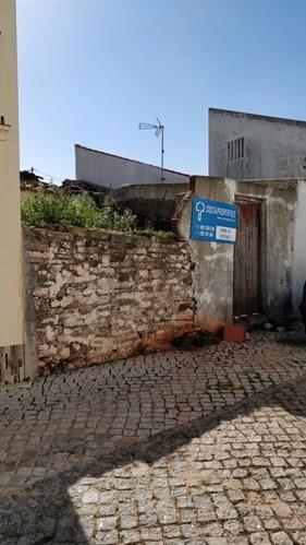 Ruin near all Kind of Services in Vila do Bispo
