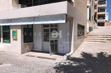 SHOP FOR SALE IN THE CENTRE OF QUARTEIRA