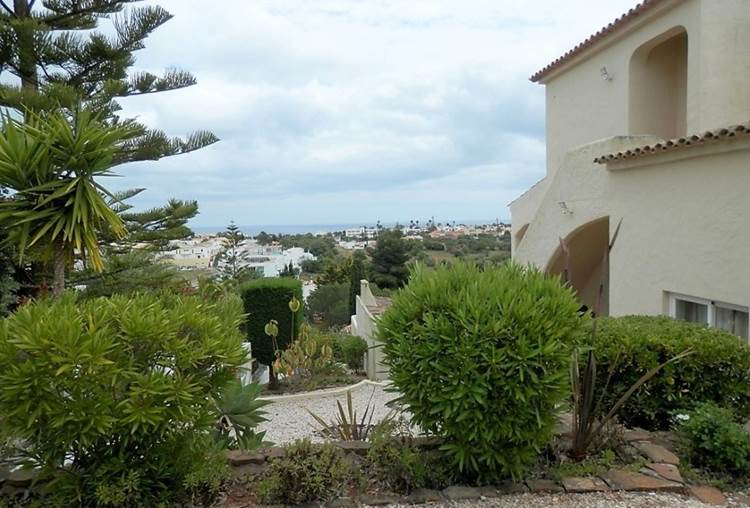 Extraordinária Moradia de 4 Quartos com Piscina e Terraços com Vista Mar situada na Praia da Luz