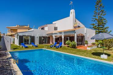 4 BEDROOMS VILLA FOR HOLIDAYS IN VILAMOURA/QUARTEIRA