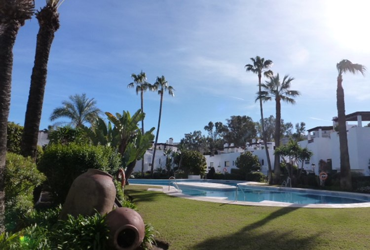 San Pedro Beach – Modern and luxurious three bedroom BEACH HOUSE less than 100m to the beach