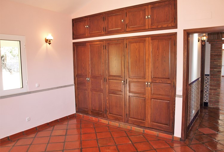Villa for Sale Sao Bras de Alportel Bedroom Wardrobes