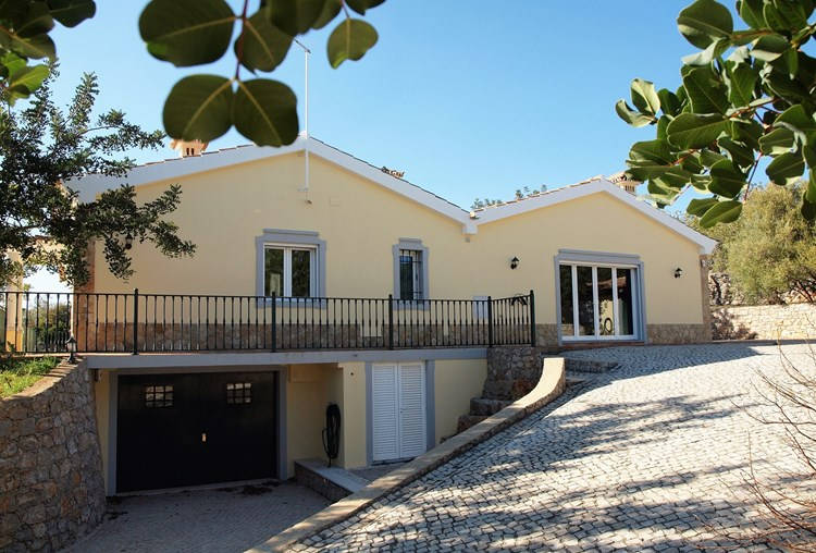 Villa for Sale Sao Bras de Alportel Basement driveway Terrace