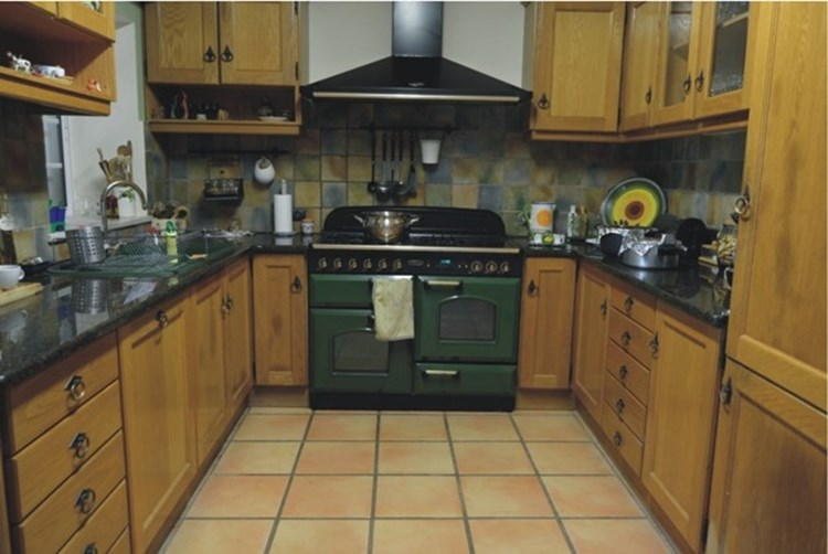 Villa for Sale Sao Bras de Alportel Annex Kitchen Traditional