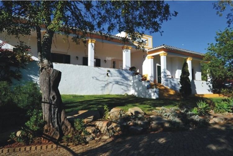 Traditional Villa for Sale Sao Bras de Alportel Garden Annex