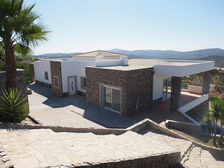 4 Bedroom Villa with Swimming  Pool and Tennis Court