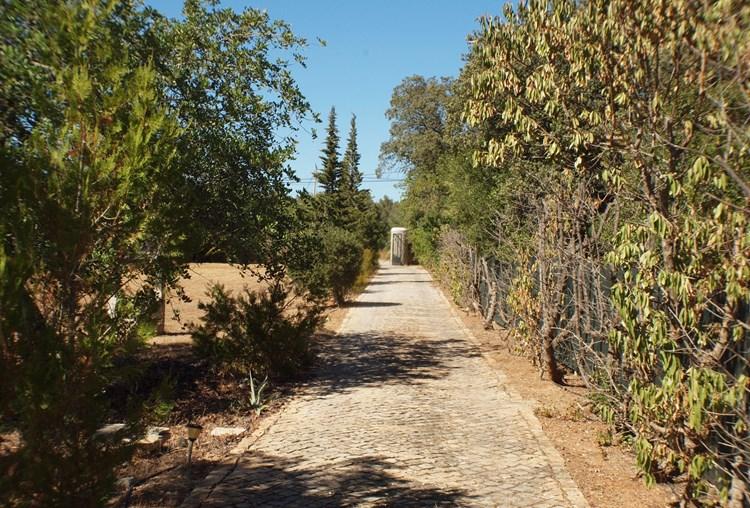 Villa for Sale Santa Barbara de Nexe Gardens Driveway