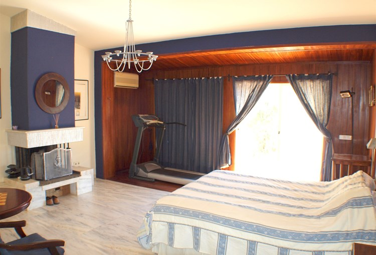 Villa for Sale Santa Barbara de Nexe Bedroom Fireplace