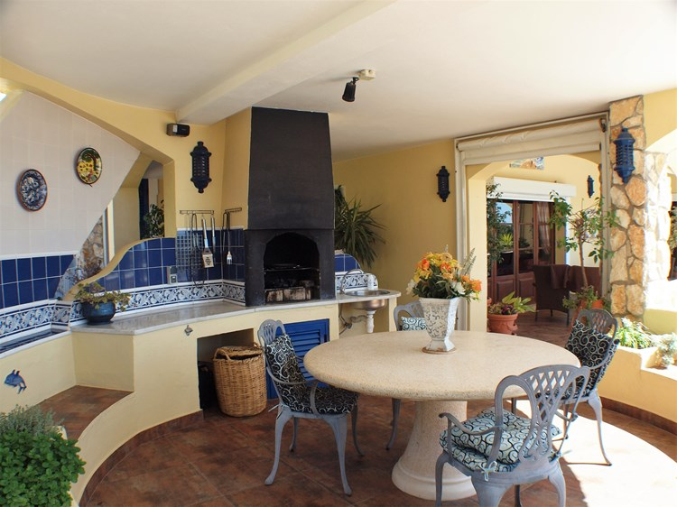 Villa for Sale Santa Barbara de Nexe BBQ Dining