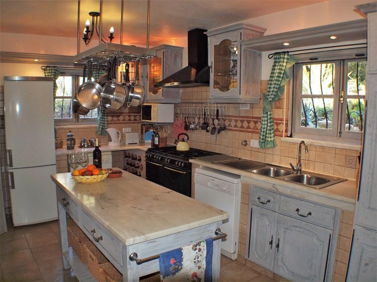 Villa for Sale Santa Barbara de Nexe Kitchen