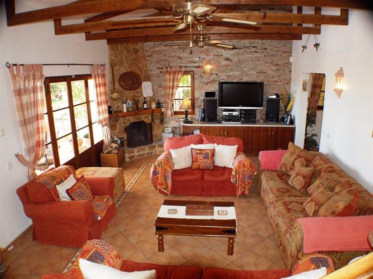 Villa for Sale Santa Barbara de Nexe Living room Fireplace