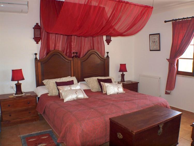 Villa for Sale Santa Barbara de Nexe Bedroom