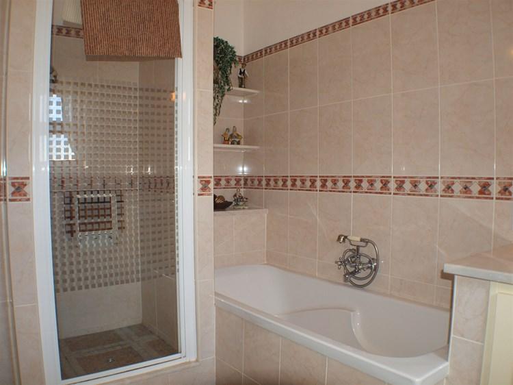 Villa for Sale Santa Barbara de Nexe Bathroom
