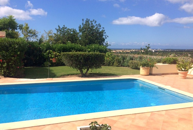 Beautifully Presented Villa with Country Views