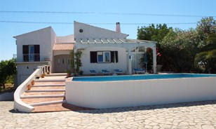 Attraktive Villa mit Ferienhaus und Studio-Apartment