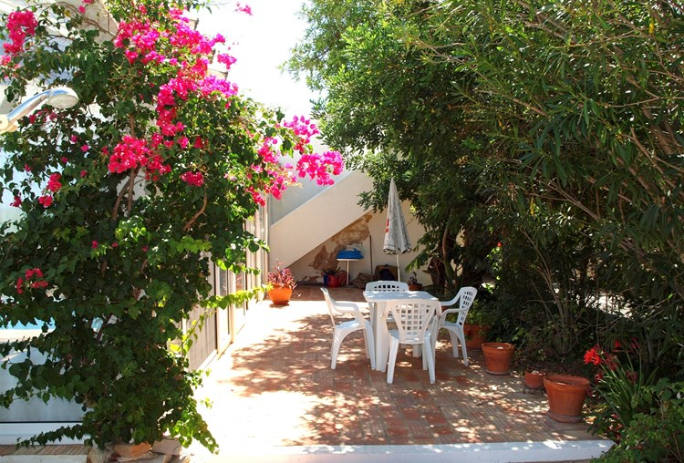 Aantrekkelijke Villa met Cottage en Studio appartement
