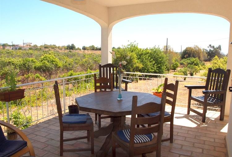 Villa atraente com Cottage e estúdio