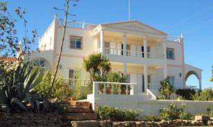 Espaçosa vivenda familiar com belas vistas do mar