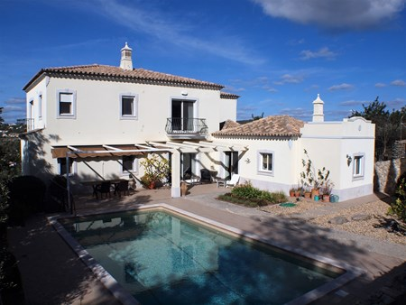 Beautiful 4 Bedroom Villa with Cottage for Renovation