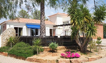 Moderne Villa nur wenige Minuten von der Stadt